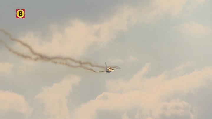 F16 oefent demonstratie boven Volkel
