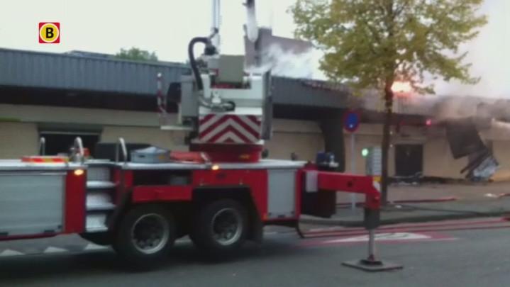 Winkelcentrum De Burcht in Breda staat in brand