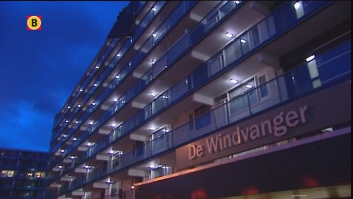 Schade bij flat De Windvanger na storm
