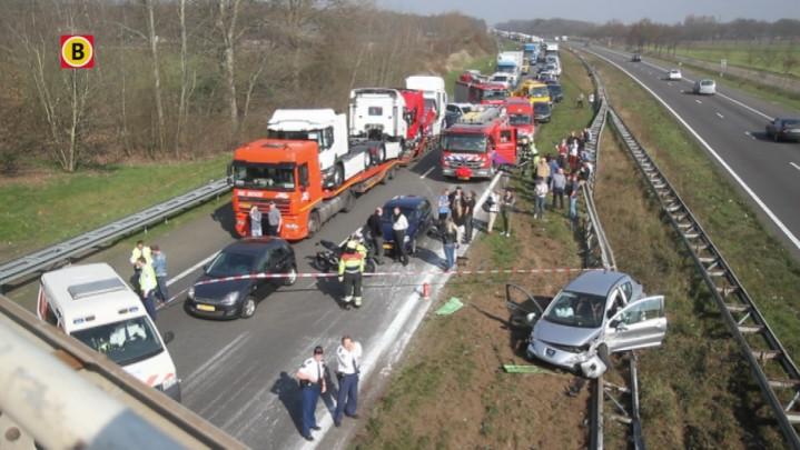 Twee gewonden na ongeluk op A50 bij Oss: grote chaos op snelweg