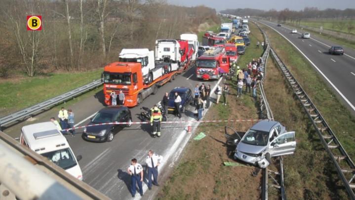 Ongeluk A50 zorgt voor veel ramptoeristen