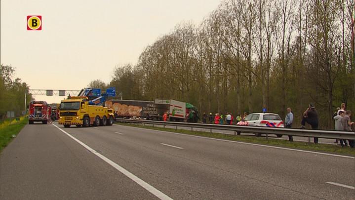 Eindhovenaar overleden bij groot ongeluk op A67 in Geldrop