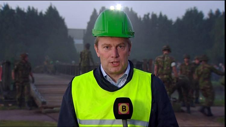 Engelse veteranen openen herbouwde baileybrug in Son en Breugel