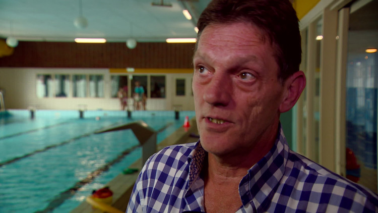 Honderden actievoerders in zevenbergen voor behoud zwembaden omroep brabant - Fotos van zwembaden ...