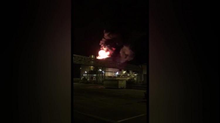 De vlammen sloegen uit het dak bij Rendac in Son en Breugel
