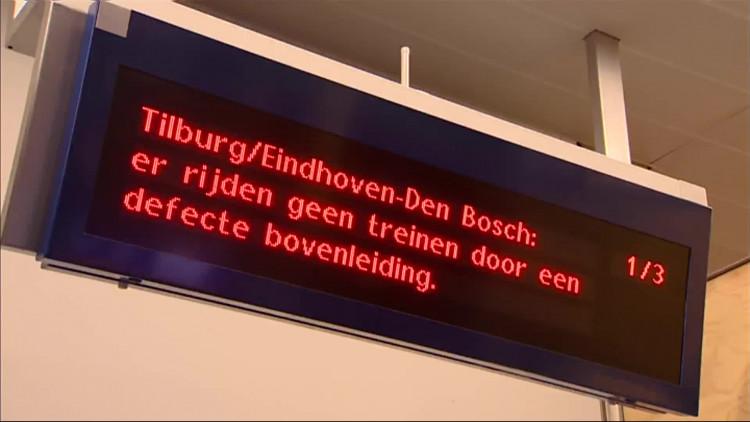 Het is een puinhoop op het spoor rond Den Bosch.