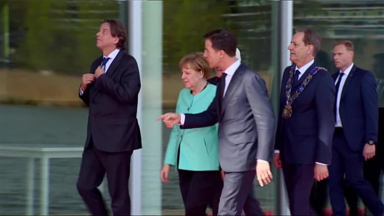 Duitse Bondskanselier Angela Merkel op bezoek in Eindhoven; ze wilde perse ook langs bij ASML