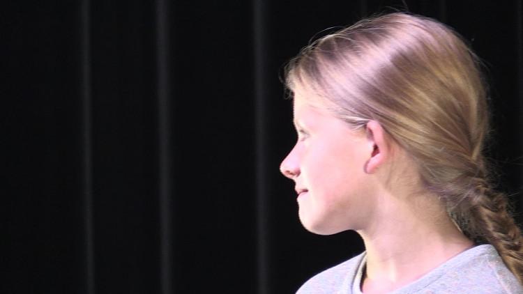 NT Jong maakt voor de Boulevard Mona, een voorstelling over opgroeien gespeeld door kleine meisjes