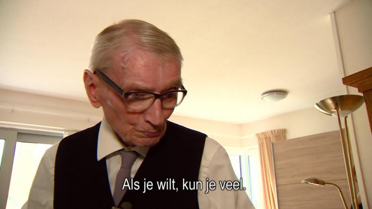 99-jarige loopt modeshow in zijn trouwpak in Udenhout