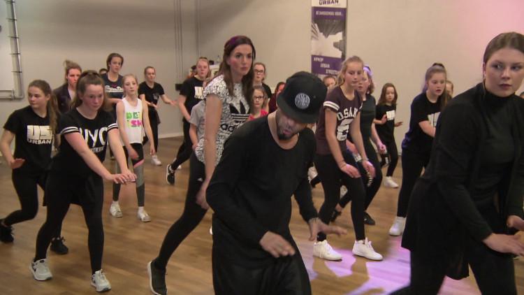 Zo ziet een dansles van de wereldbereoemde choreograaf Eddie Morales eruit