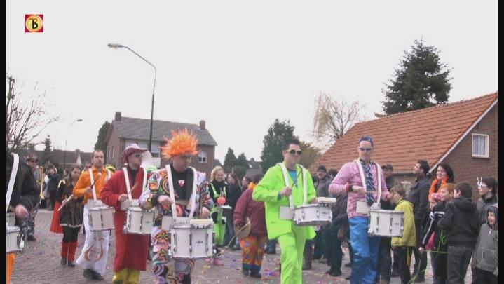 Zaterdag: Optocht Casteren (Bollenmeppersgat)