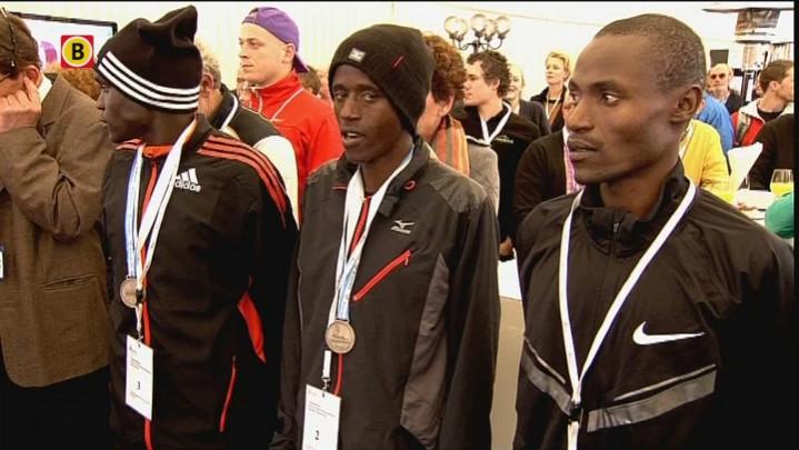 Prijsuitreikingen marathon mannen