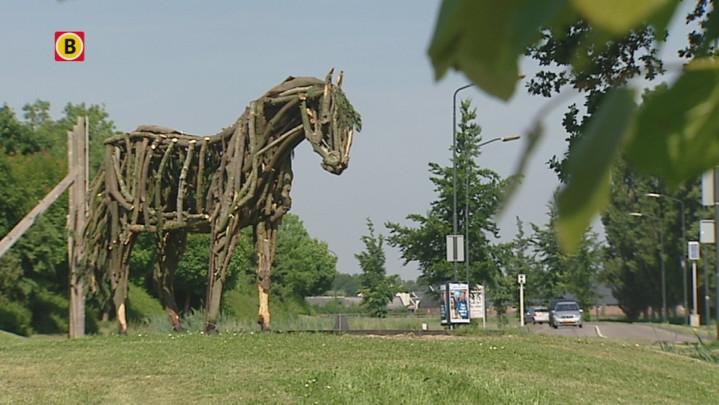 Inwoners Erp maken kunstzinnig houten exemplaar van Bonfire