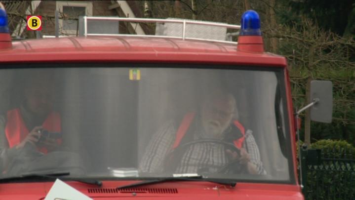 Politieke Partij OPA wast verkeersborden