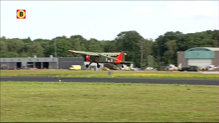 Beaver DHC-2 Harvard T-6 Formation op Luchtmachtdagen Gilze-Rijen 2014
