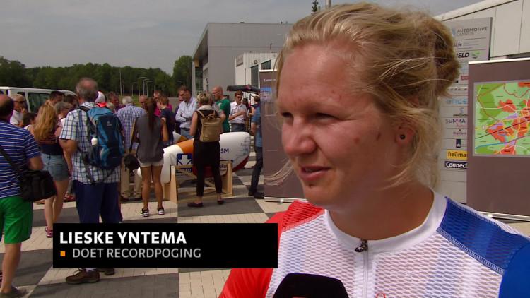 Stuenten testen ligfiets op afgesloten snelweg bij Helmond: 'We willen het wereldsnelheidsrecord verbeteren'