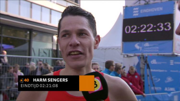 'Na veertien kilometer kreeg ik steken in mijn zij', Eindhovenaar Harm Sengers loopt nieuw parcoursrecord, maar moest gehoopte toptijd uit hoofd zetten