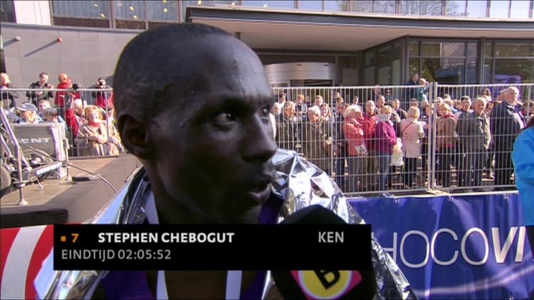 'Na 37 kilometer voelde ik me moe', Stephen Chebogut wint marathon Eindhoven vanuit geslagen positie
