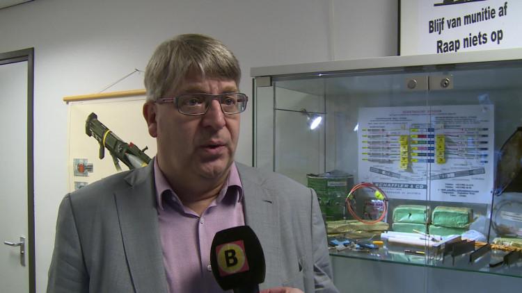 Dodelijk wapentuig: bomgordel met kilo's springstof hangt aan de muur bij bedrijf in Riel
