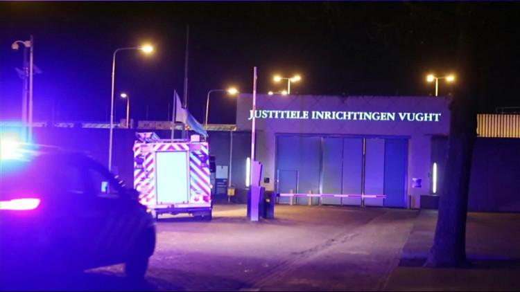 Doorgedraaide man die dreigde woning op te blazen overleden na brandstichting in gevangenis Vught