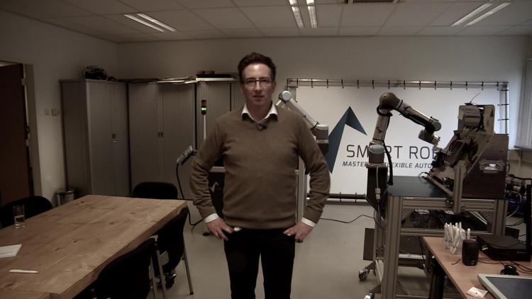 Uitzendbureau Smart Robotics levert robots inclusief personeel om de robot te besturen
