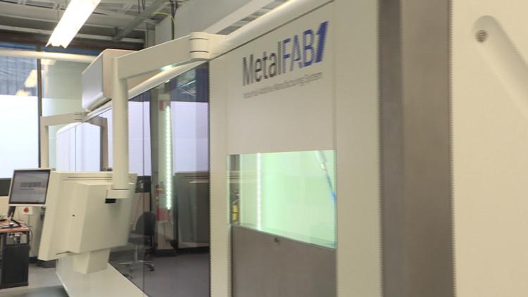 Additive Industries uit Eindhoven maakt 3D-metaalprinters en verkocht een exemplaar aan vliegtuigbouwer Airbus.