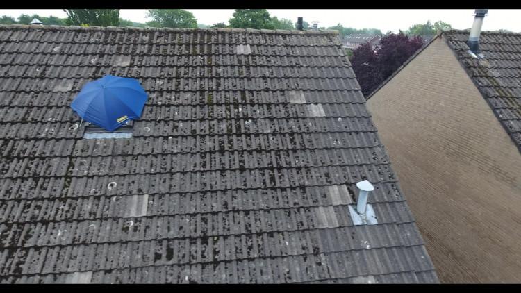 Dronebeelden: Daken in Asten zijn zwaar beschadigd door het noodweer