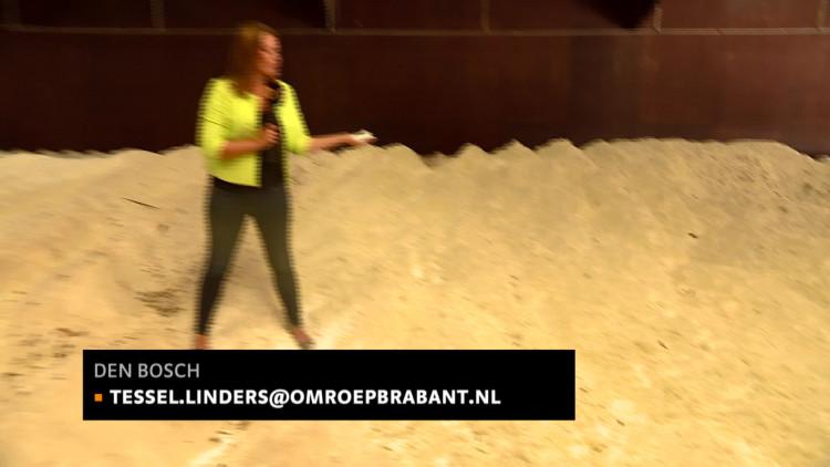 Rijkswaterstaat checkt sneeuwschuivers tijdens zomerhitte