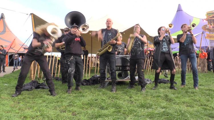Ook de beroemdste blazers van Nederland zijn op Festyland: Heavy Hoempa