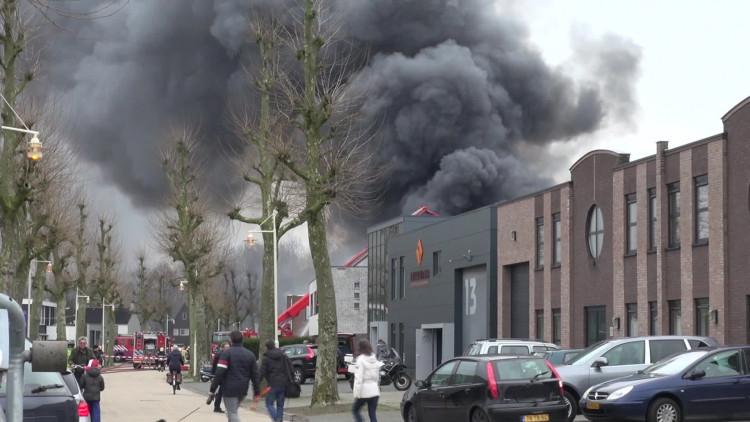 Brand op bedrijventerrein Voldijn in Aalst legt twee bedrijven in de as