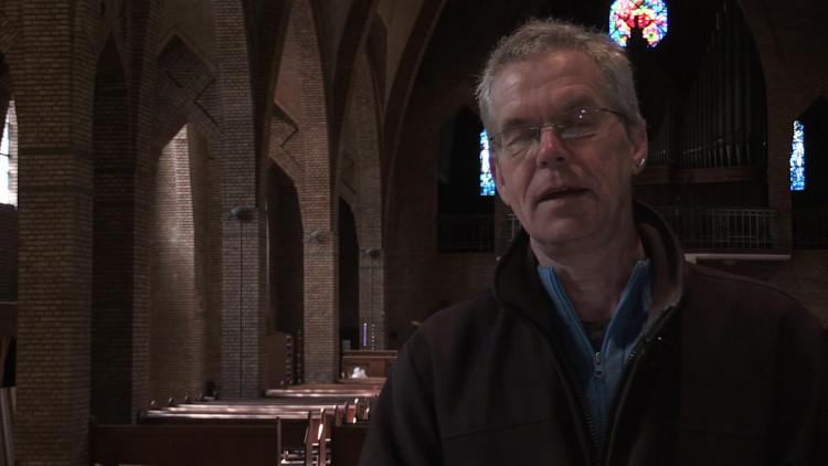 Amerikanen en Jaspanners luisteren naar bijzondere geluiden in een Eindhovense kerk