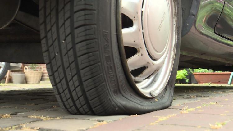 Banden van auto's massaal lekgestoken in Den Bosch