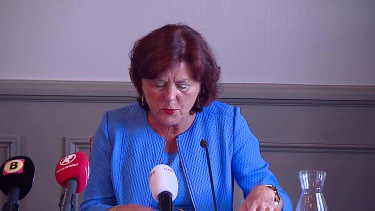 Burgemeester Poppe-De Looff kondigt de sluiting aan