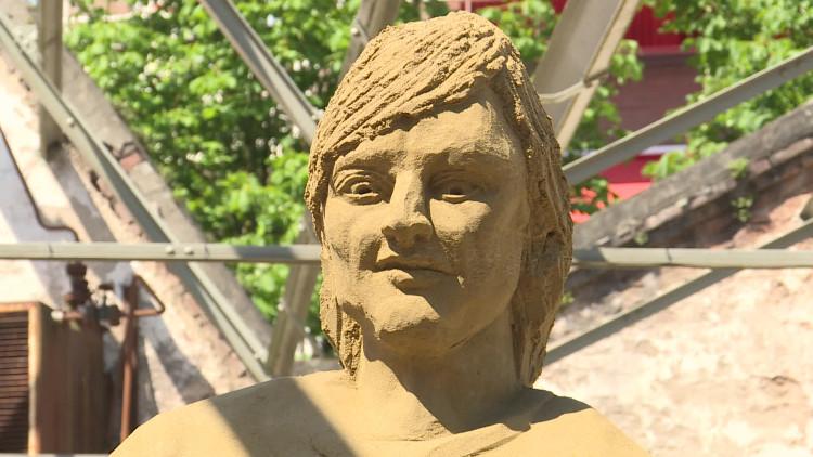 Tien kunstenaars strijden in Oss om titel Nederlands Kampioen Zandsculpturen