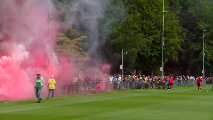 Vuurwerk bij de eerste training van PSV