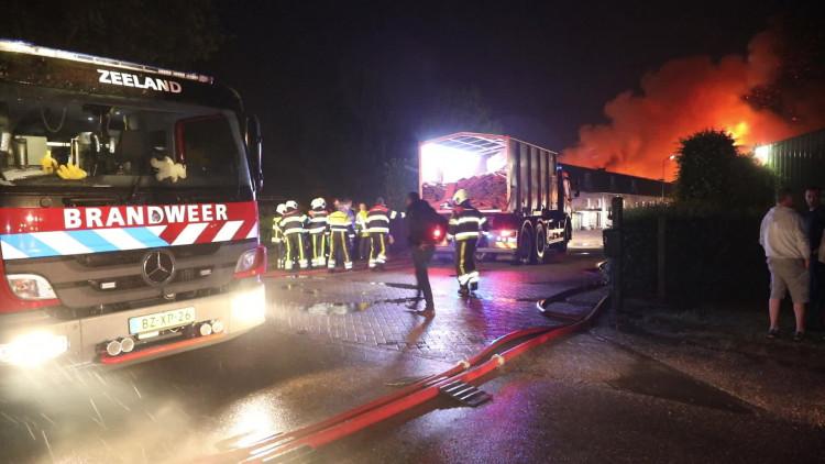 Duizenden zeugen komen om bij brand in Heeswijk-Dinther