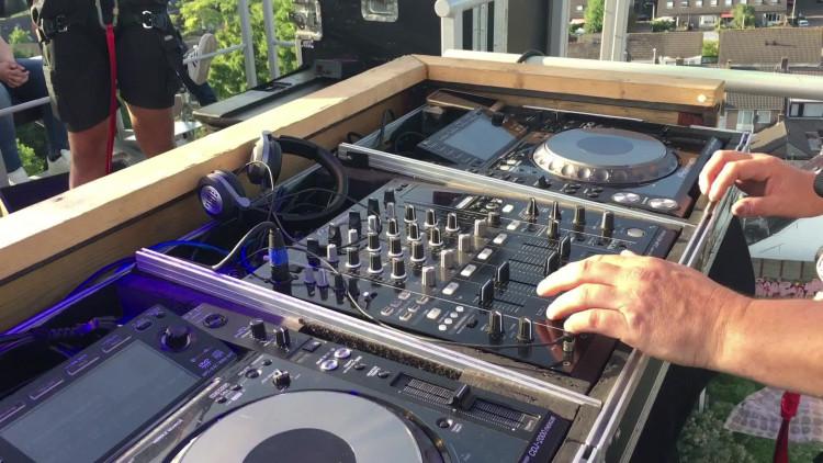 DJ Barend geniet tijdens opening Tilburgse Kermis