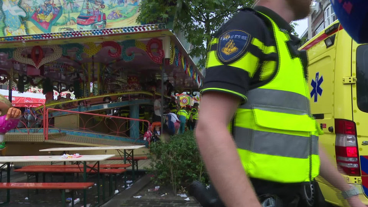 Kind klem onder attractie op Tilburgse kermis (Beelden KermisFM)