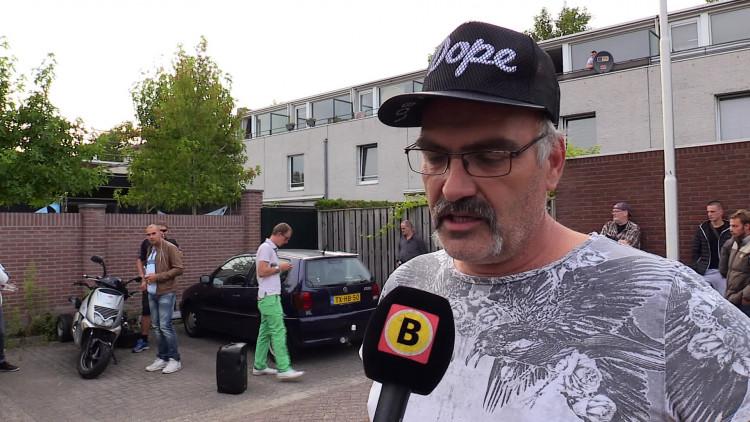 Vrienden van de omgekomen Joop Klein liepen woensdagavond een stille tocht voor hun vriend