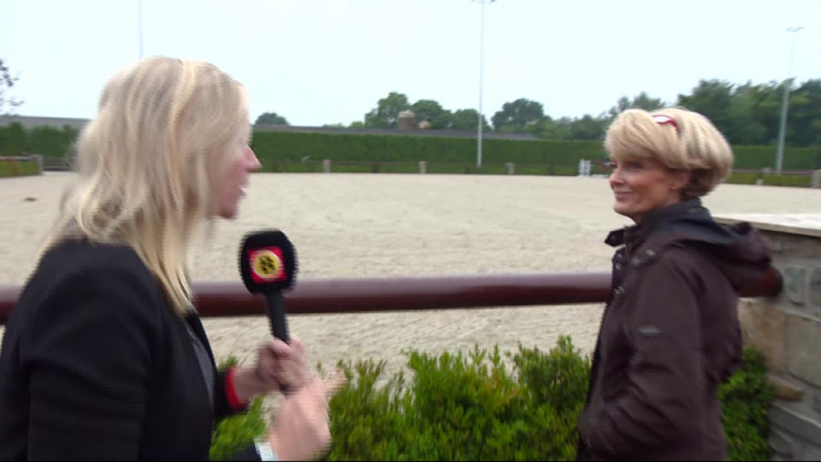 Anke moedigt haar dochter Yfke aan, die voor het eerst mee doet in Valkenswaard