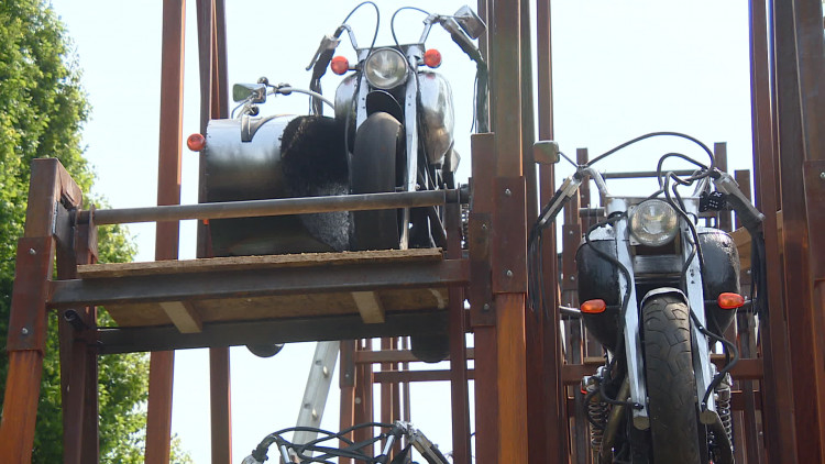 Mijke is klaar om te shinen op Brabantsedag in deels zelfgebouwde wagen