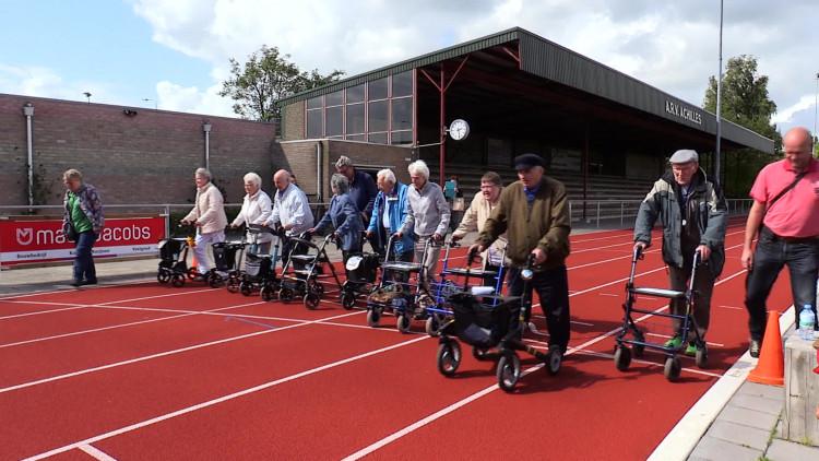 Wallie Engelenburg is al 91, maar loopt wel de 400 meter