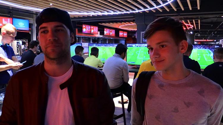 Fans van de voetbalgame FIFA18 konden alvast spelen in het Philips Stadion