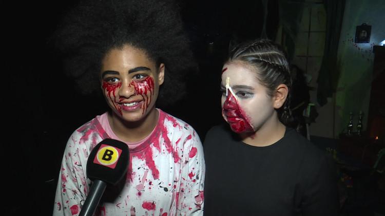 Kinderen van basisschool Cortendijck in Roosendaal griezelen in hun eigen spookhuis