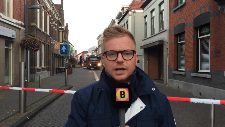 Verslaggever Floyd Aanen bij de brand in de Raadhuisstraat in Roosendaal