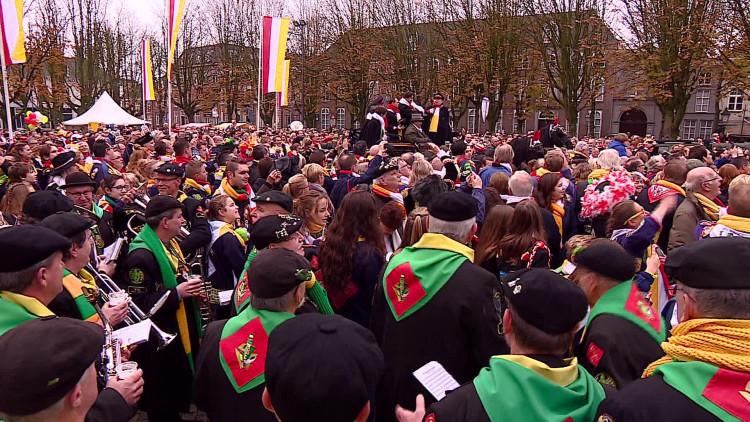 De jaarvlag wordt van de Sint-Jan gehaald, het Oeteldonske carnavalsseizoen kan beginnen