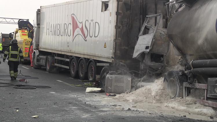 Vrachtwagenchauffeur overleden na ongeluk op A29 bij Willemstad