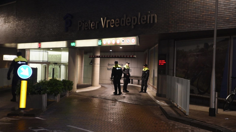 Grote politiecontrole bij salsafeest in Tilburg