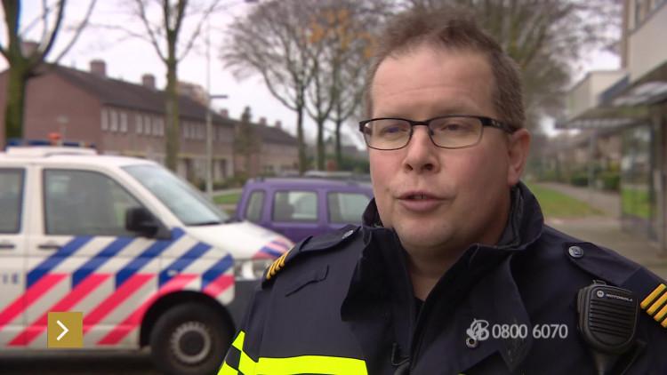 Inbrekers betrapt door bewoners, dieven vluchten in sportwagen met politie op de hielen