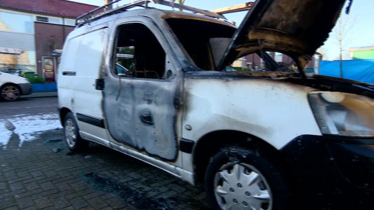 Dakdekkersoorlog in Den Bosch: weer auto in vlammen op